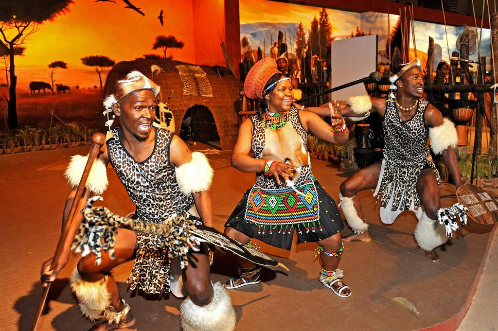 The Nguni peoples  the Zulus  Xhosa  Matabele  Swazis  had been    Zulu Culture Clothing